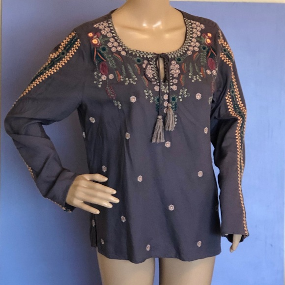 Solitaire Tops - Embroidered floral long sleeve blouse size medium